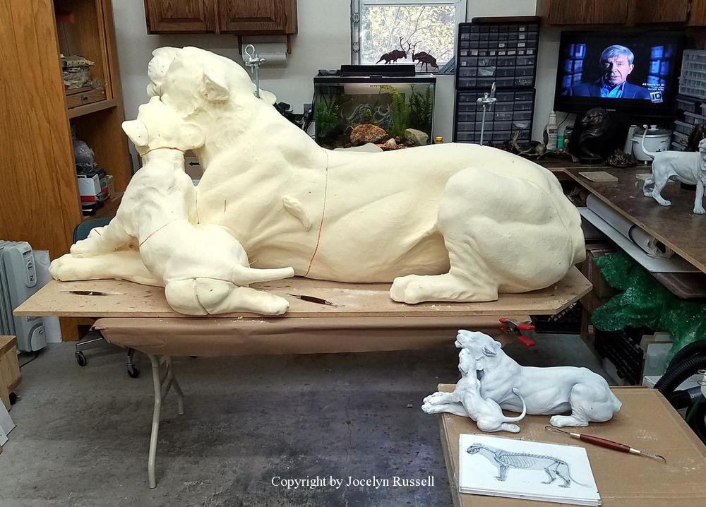 The lioness and cub are assembled in foam - Audubon Zoo Lioness and Cub Sculpture - Running Wild Studio Lioness and Cub Sculpture African Lioness Bonze